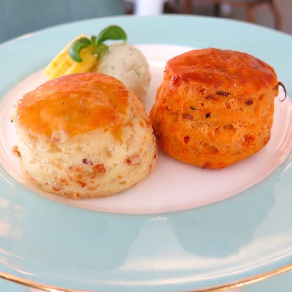 Cheddar-Cheese-Scone-with-Chive-butter