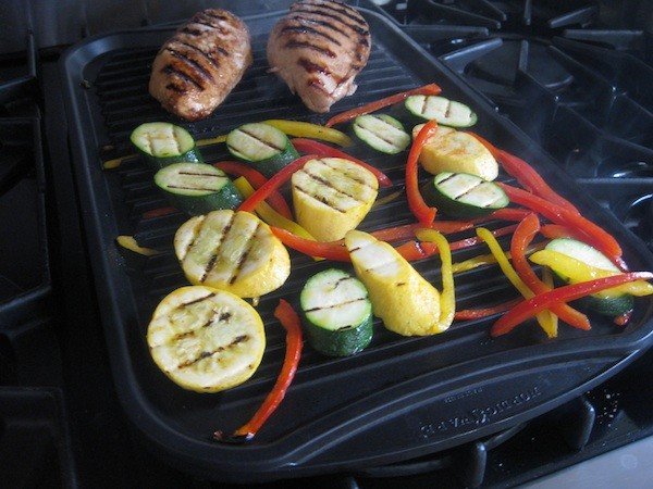Reversible griddle & grill pan