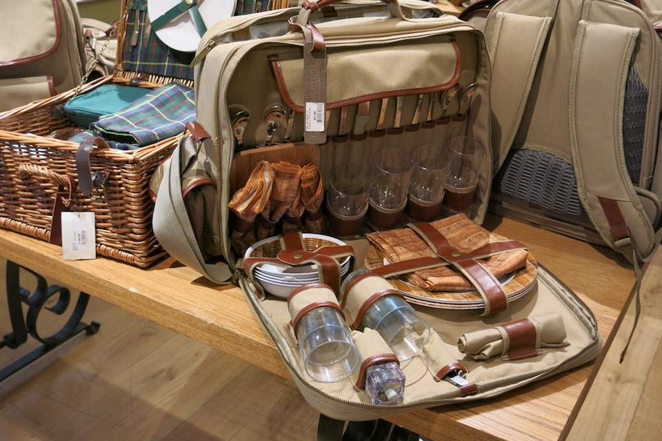 Picnic basket for the serious drinkers